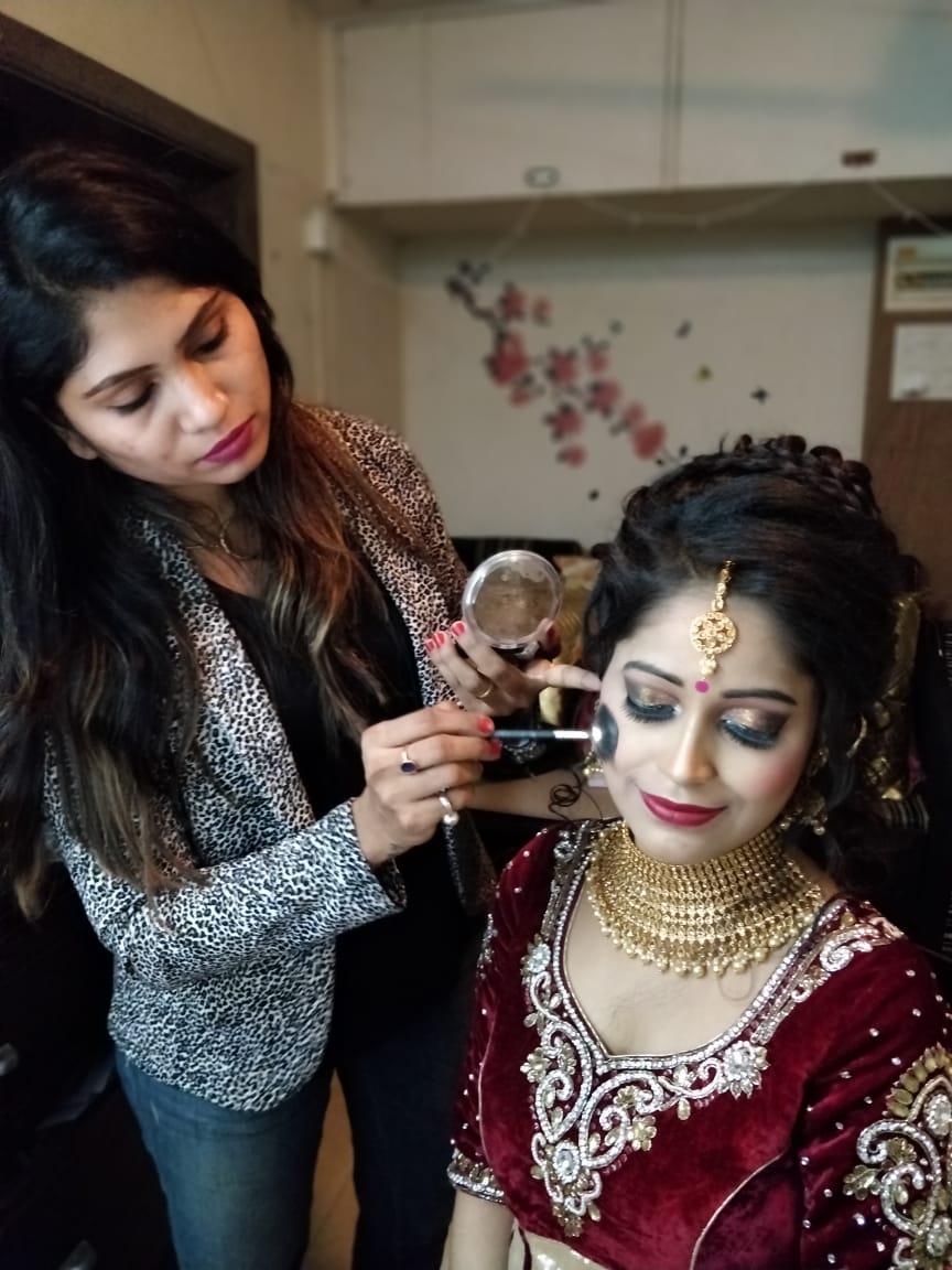 Top 10 Beautician Courses in Mumbai | Best Makeup Courses
