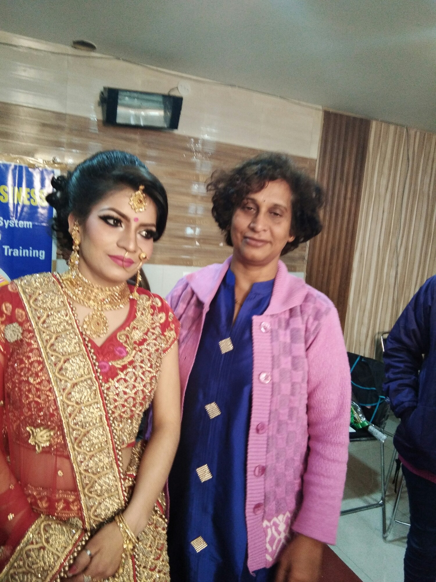Top 10 Beautician Courses in Pune | Makeup Courses - Sulekha
