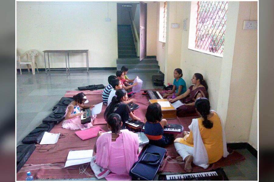 Learn Harmonium in Vishrantwadi, Pune | Sulekha Pune